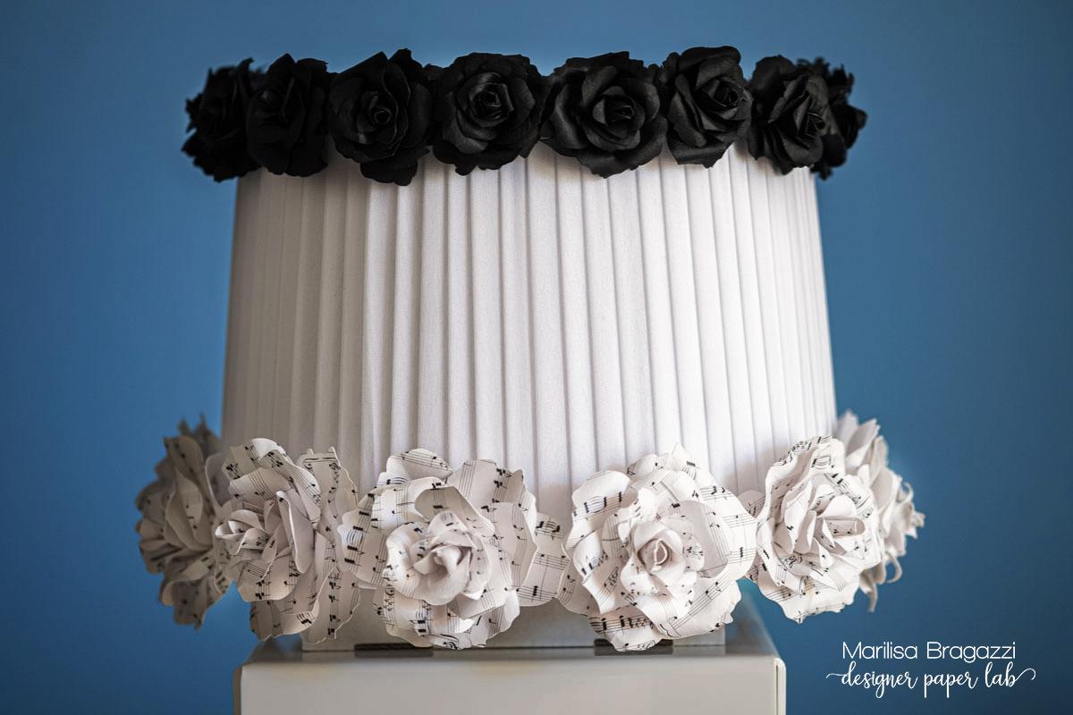 paralume decorato da fiori di carta